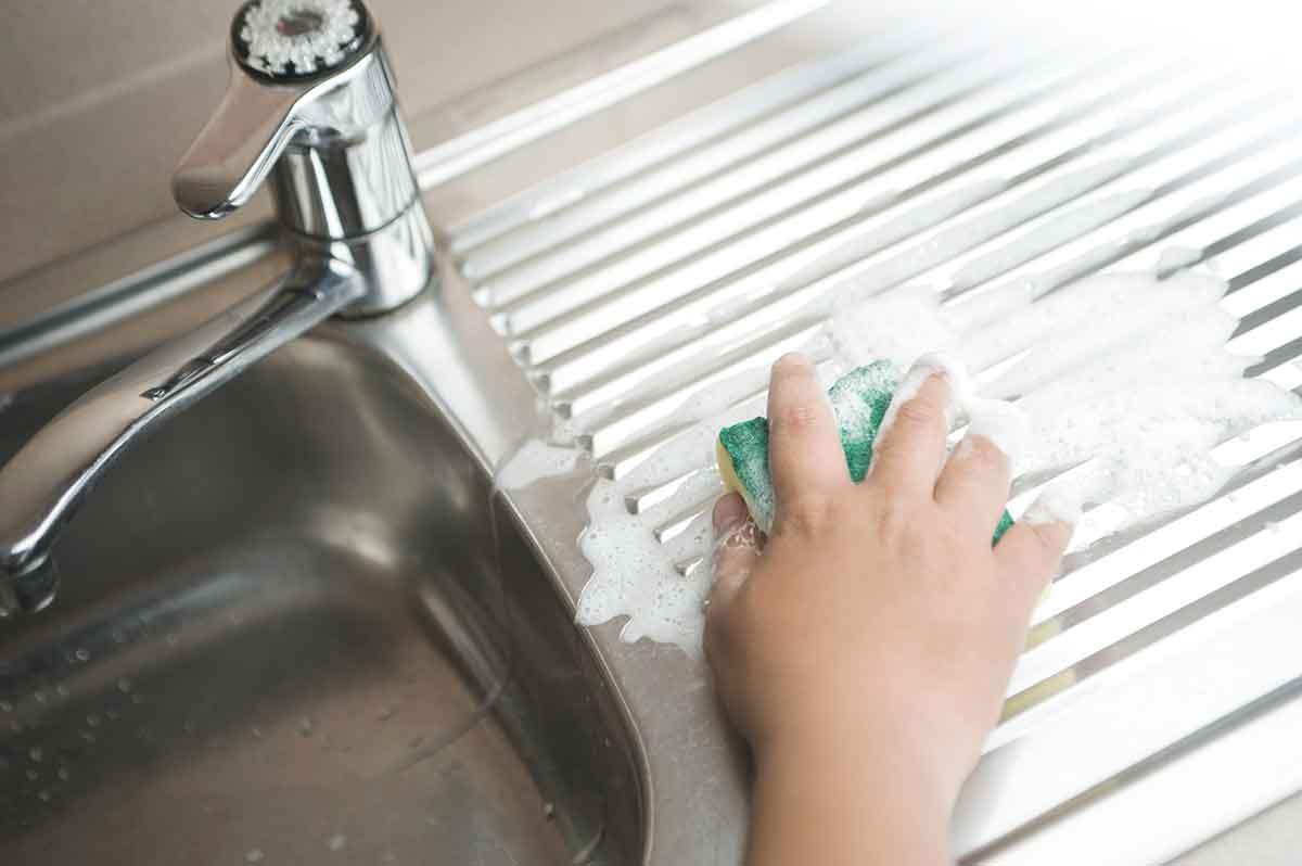 8 Tips Bersih-Bersih Dapur dengan Cepat Supaya Hasilnya Rapi