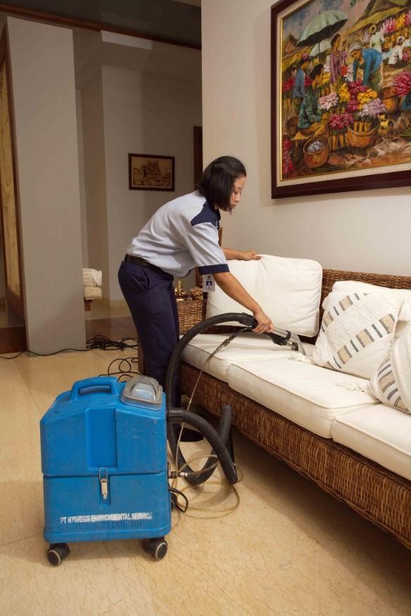 3 Tips Cuci Sofa Dengan Mudah dan Praktis