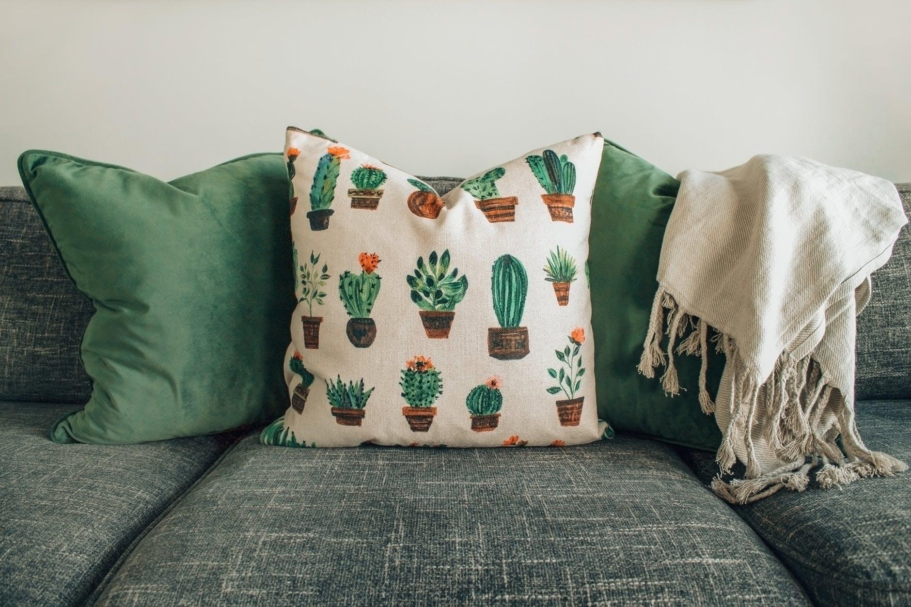 Jangan Sampai Menyesal, Inilah 4 Tips Memilih Jasa Pembersih Sofa yang Bagus