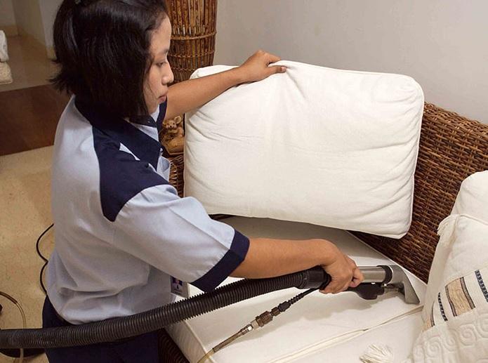 7 Tips Membersihkan Sofa Kesayangan Anda Agar Tidak Kotor