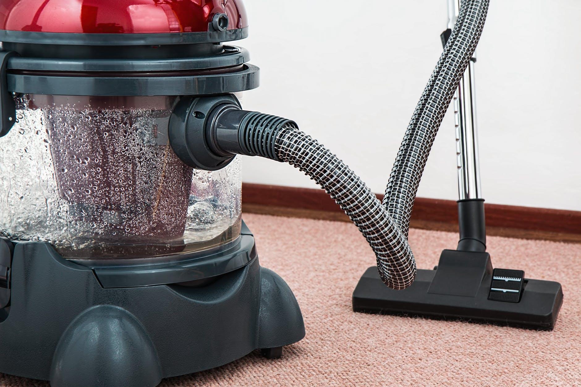 Intip Trik Cuci Karpet Mobil hingga Karpet Bulu Berikut